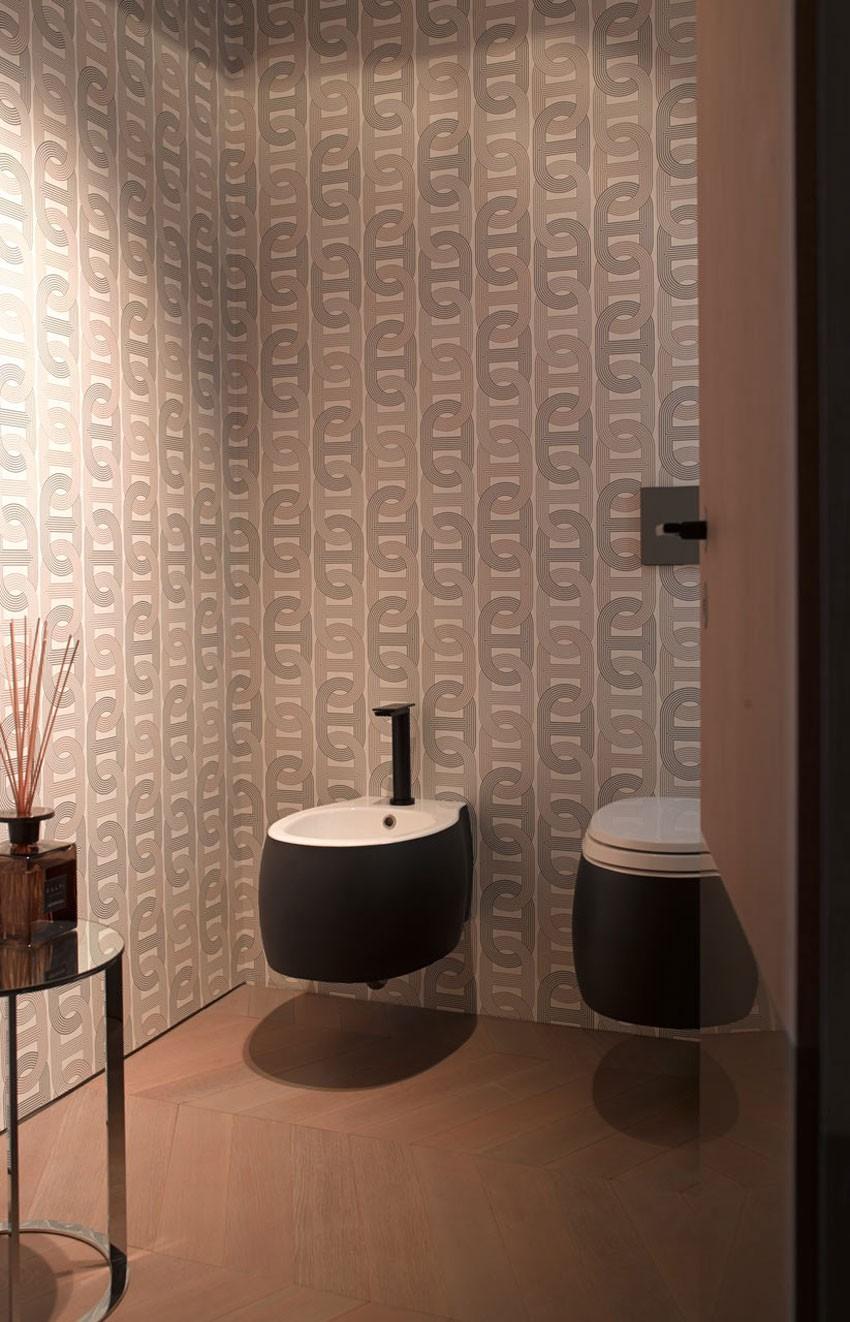 Designtoilet met zwarte sanitair