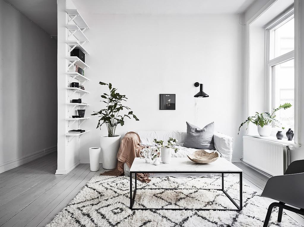 Deze kleine woonkamer is super fris en licht ingericht!