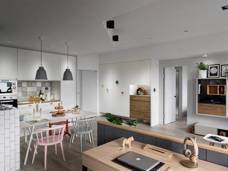 Deze moderne woonkamer is creatief ingericht met twee werkplekken