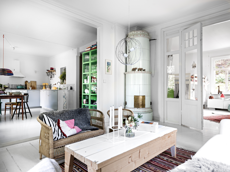 Deze mooie woonkamer krijgt vanuit alle kanten licht!