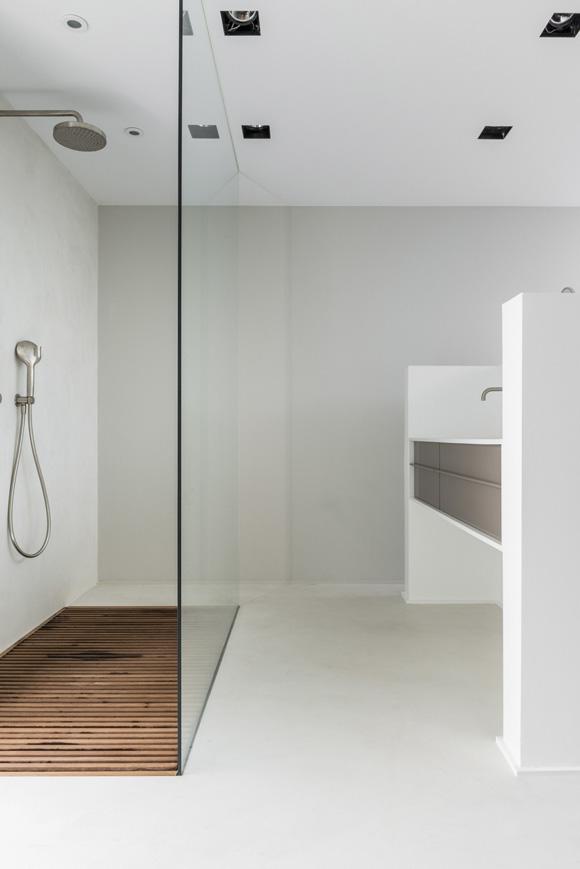 Deze open badkamer en suite is strak en modern | Interieur inrichting