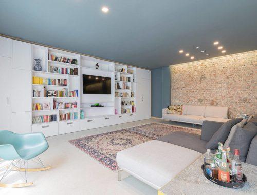 Deze stoere loft woonkamer is strak en stijlvol ingericht