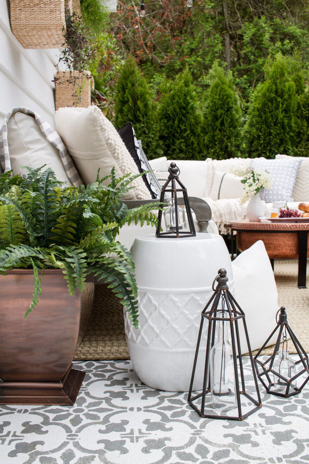 Deze tuin is ingericht met een super gezellig patio terras!