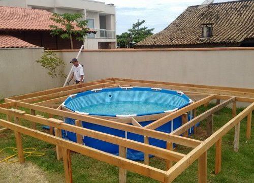 DIY zwembad in de tuin met houten vlonders