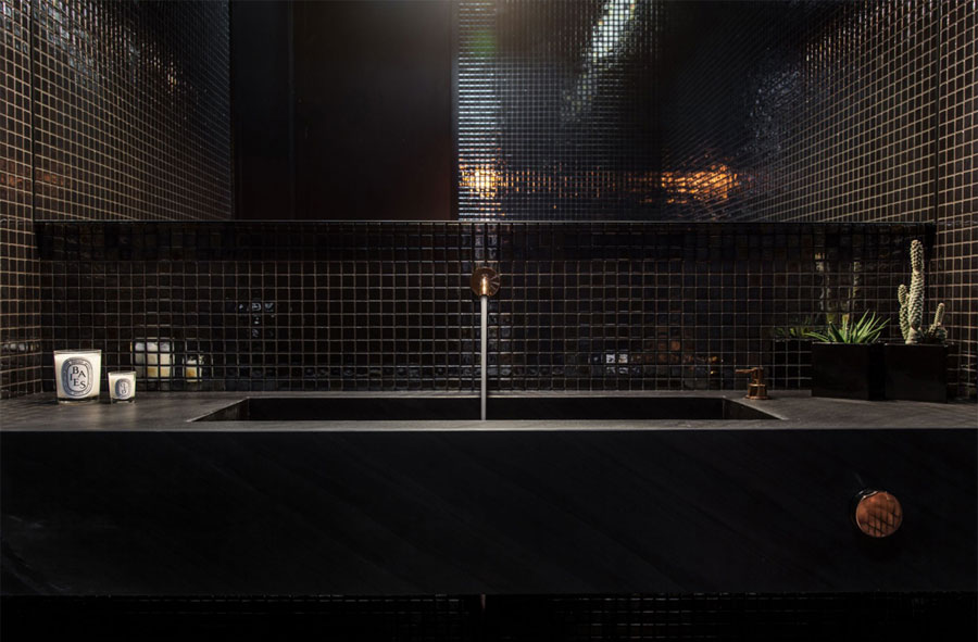 Donker chic toilet ontwerp