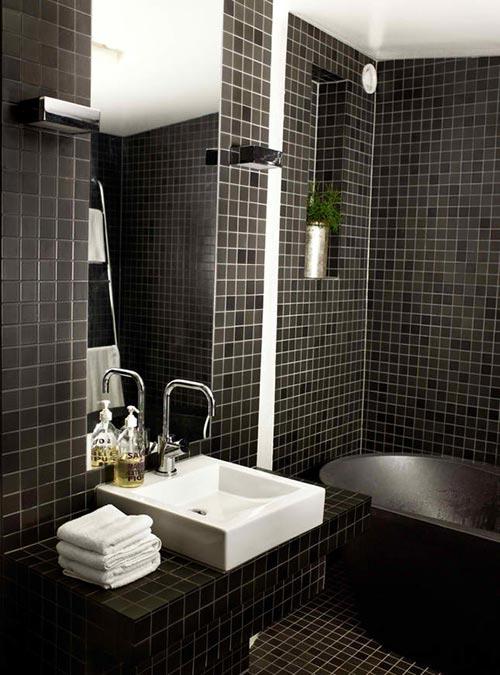 Donkere badkamer van interieurstylist uit Zweden | Interieur inrichting