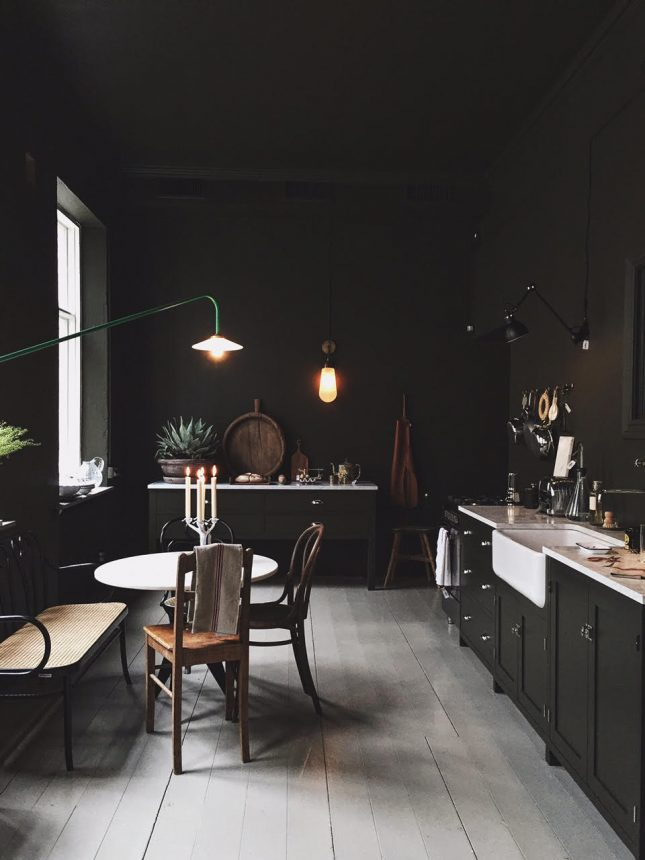 donkere keuken donkere muren