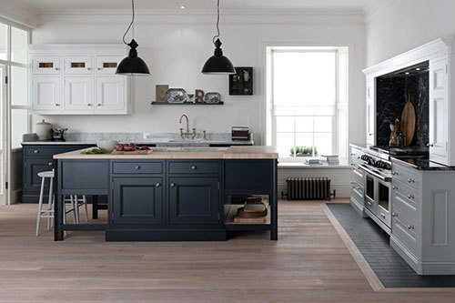 Keuken Donkergrijs : Grey Kitchen with White Cabinets