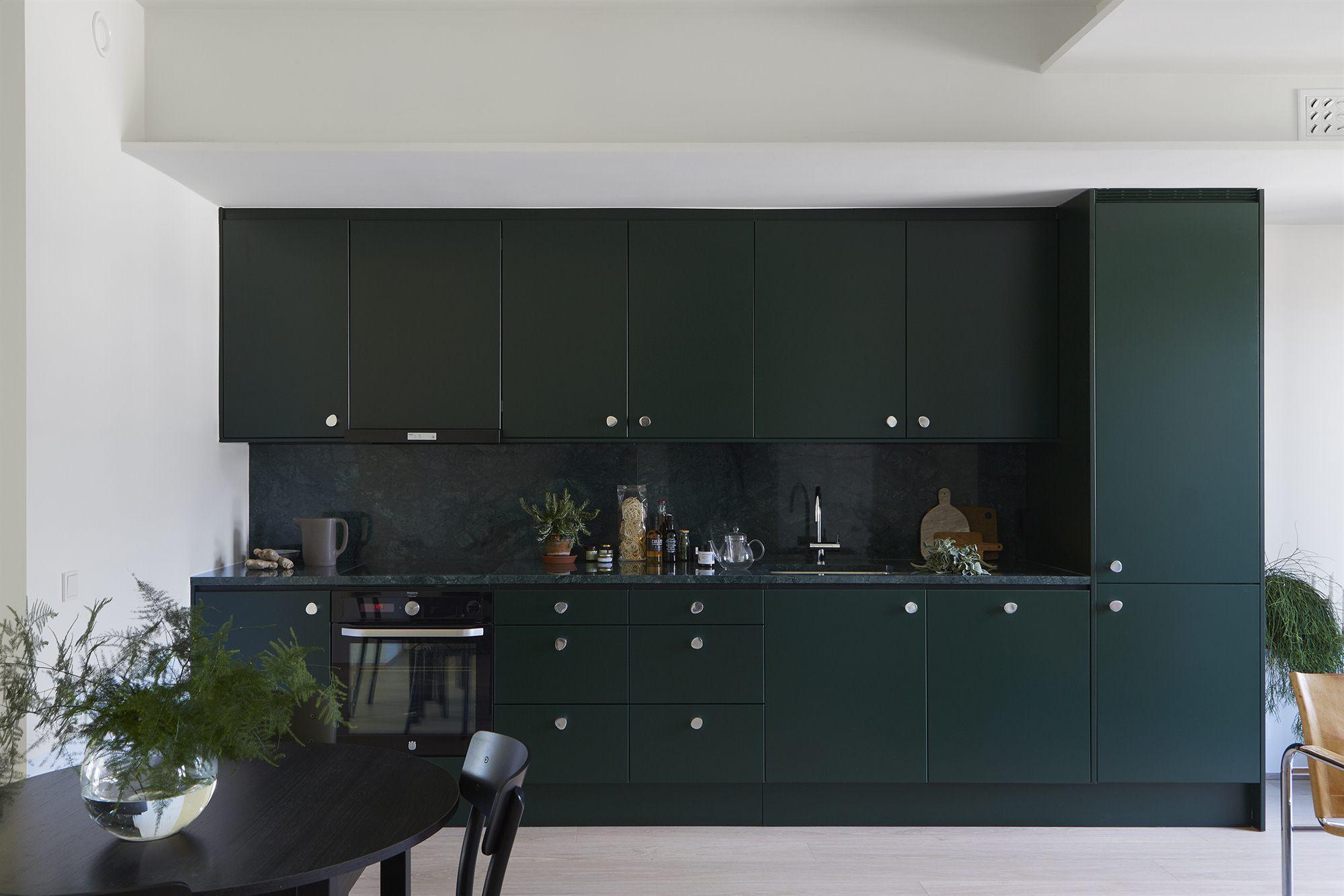 Donkergroene scandinavische keuken interieur inrichting - Scandinavische keuken ...