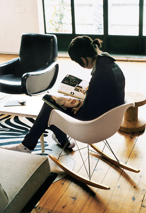 Eames schommelstoel interieur inrichting for Replica vitra eames