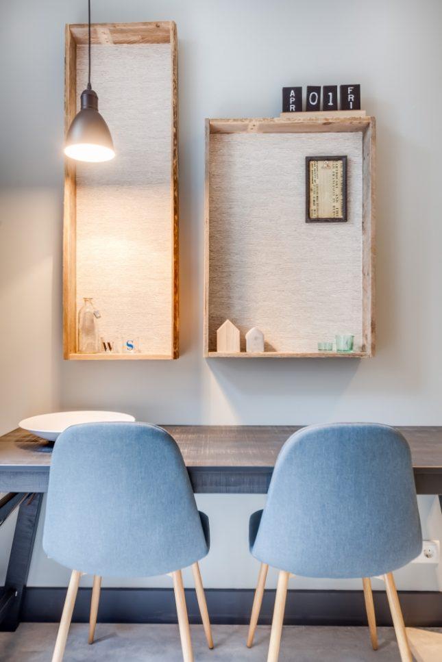 E n huis verbouwd naar drie kleine appartementen interieur inrichting - Een kleine rechthoekige woonkamer geven ...