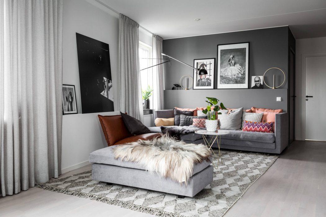 Een knus ingericht grijze woonkamer interieur inrichting for Grijze woonkamer