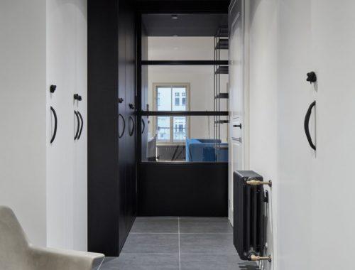 10x Hal Inspiratie : Een mooie moderne zwart witte hal interieur inrichting