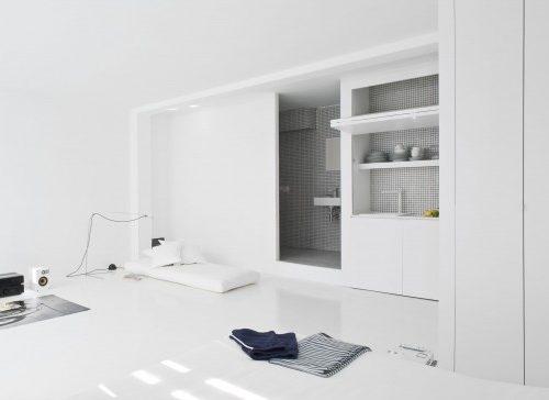 Eenkamerappartement met witte interieur