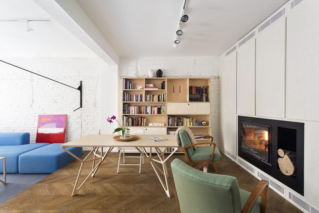 Eetkamer met moderne houtkachel