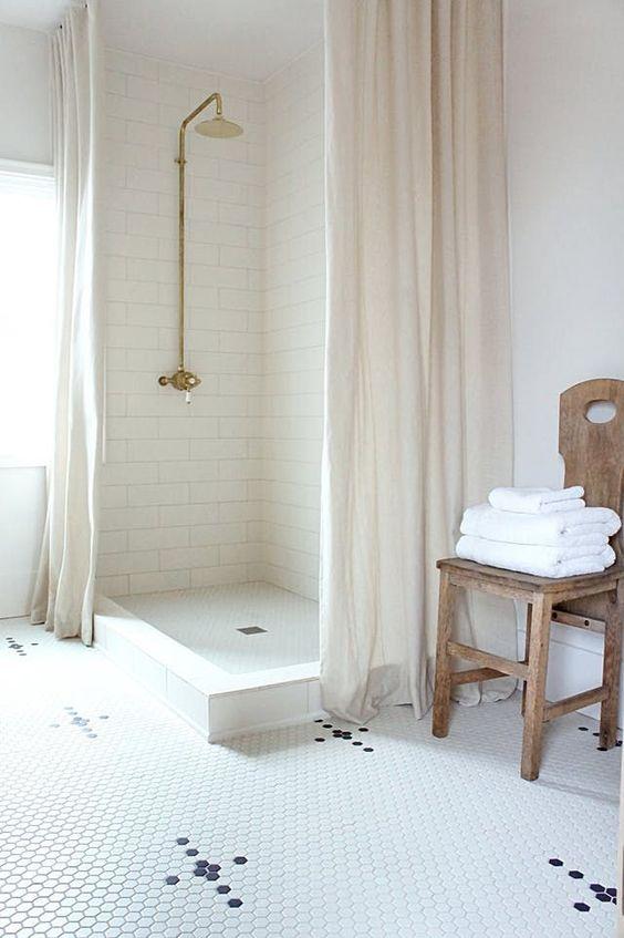 Eetkamerstoel In de badkamer