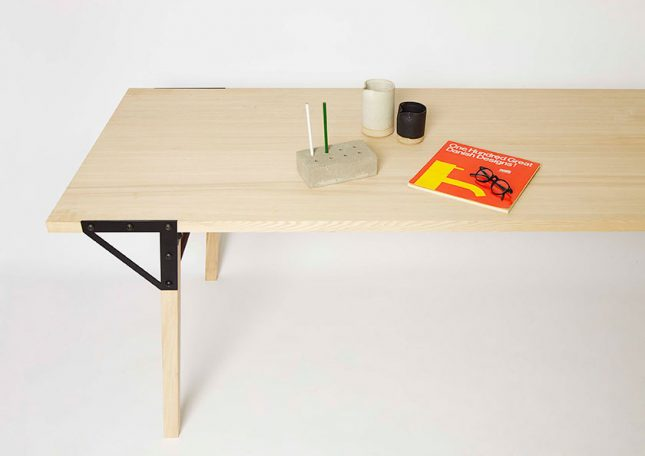 Frama T1 - houten eettafel met een industrieel tintje