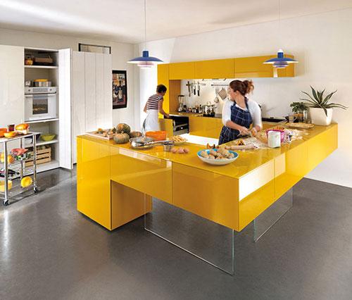 Gele keukens
