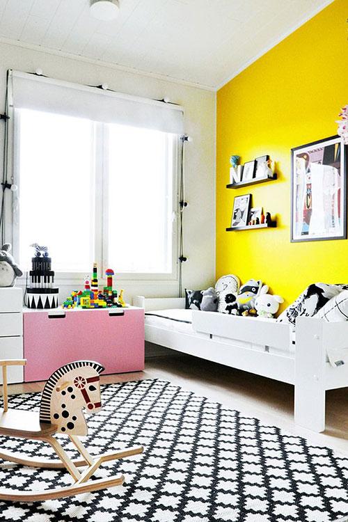 Gele muur  Interieur inrichting