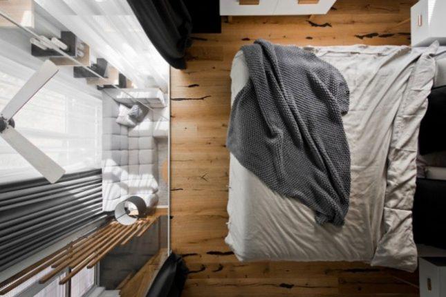 Glazen Wand Woonkamer : Glazen wand in slaapkamer biedt uitzicht op woonkamer interieur