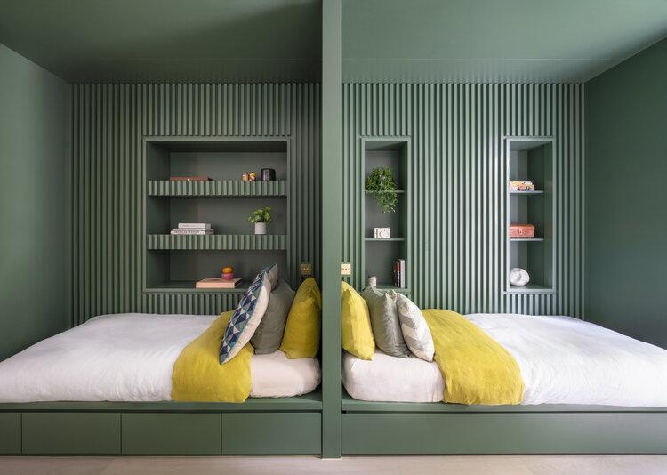 groene muren gedeelde kinderkamer