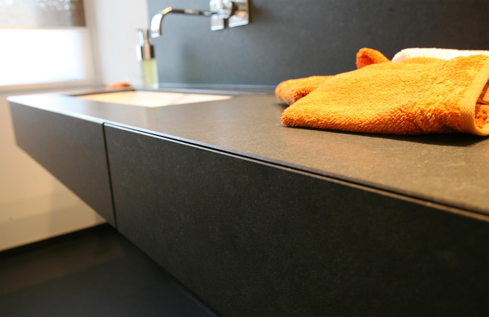 Groot toilet met urinoir interieur inrichting