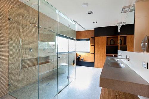 Grote badkamer met uniek ontwerp   Interieur inrichting