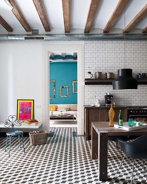Grote houten woonkeuken in barcelonainterieur inrichting interieur inrichting - Baldosa hidraulica cocina ...