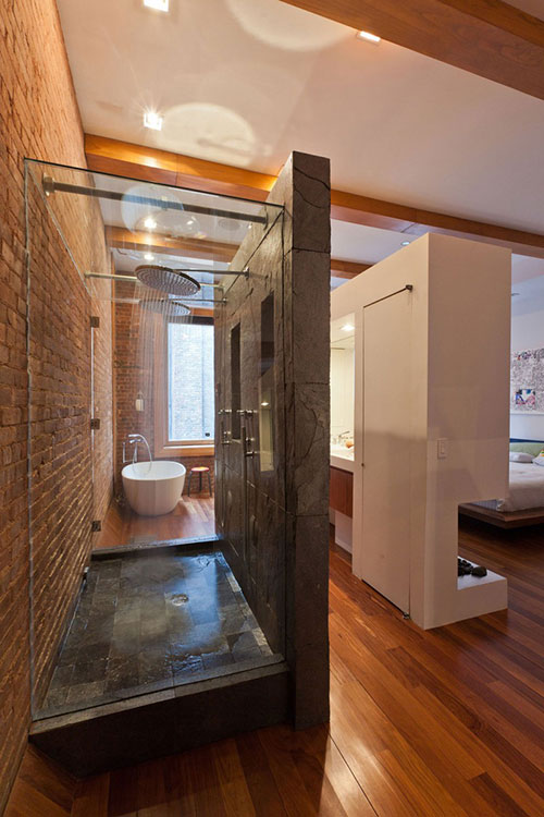 Grote loft slaapkamer met open badkamer interieur inrichting for Paredes que no llegan al techo