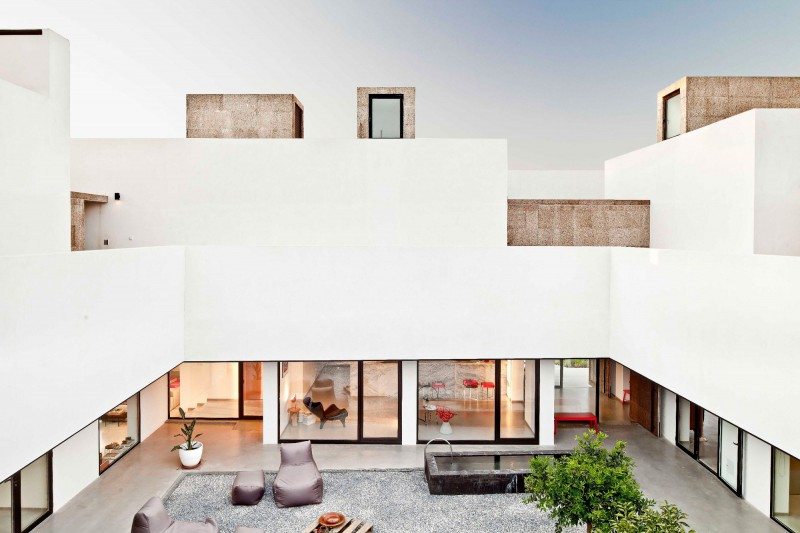 Grote moderne binnentuin