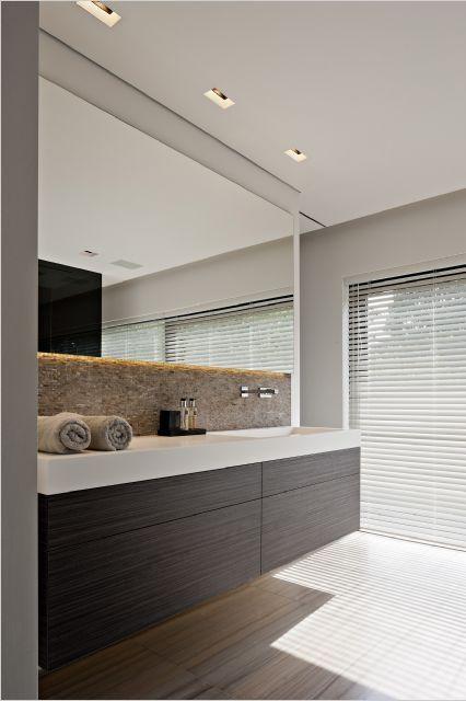 Wandspiegel in de badkamer