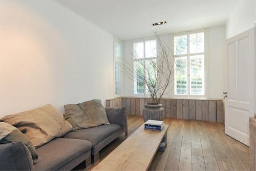 woonkamer hoekbank : Naast een grote loungebank midden in de woonkamer ...