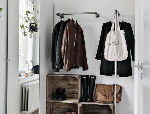 Hal met een stoer DIY garderobe idee
