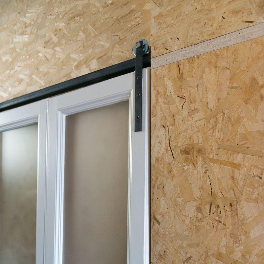 Hal met OSB muren en plafond