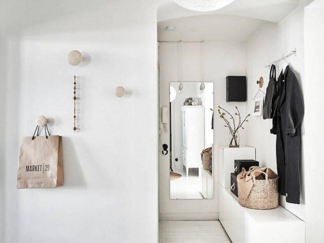 De hal van een klein appartement