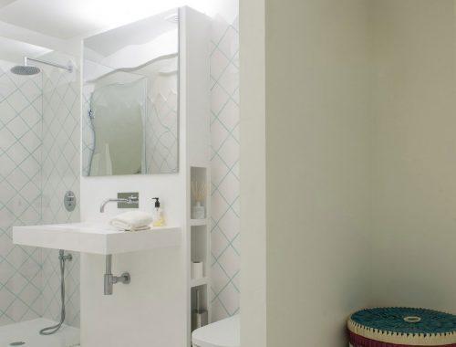 Half open badkamer in slaapkamer
