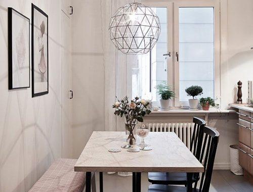 Hanglampen boven de eettafel