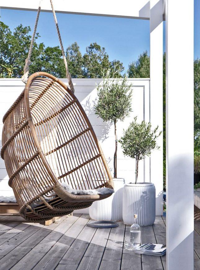 Hangstoel op balkon