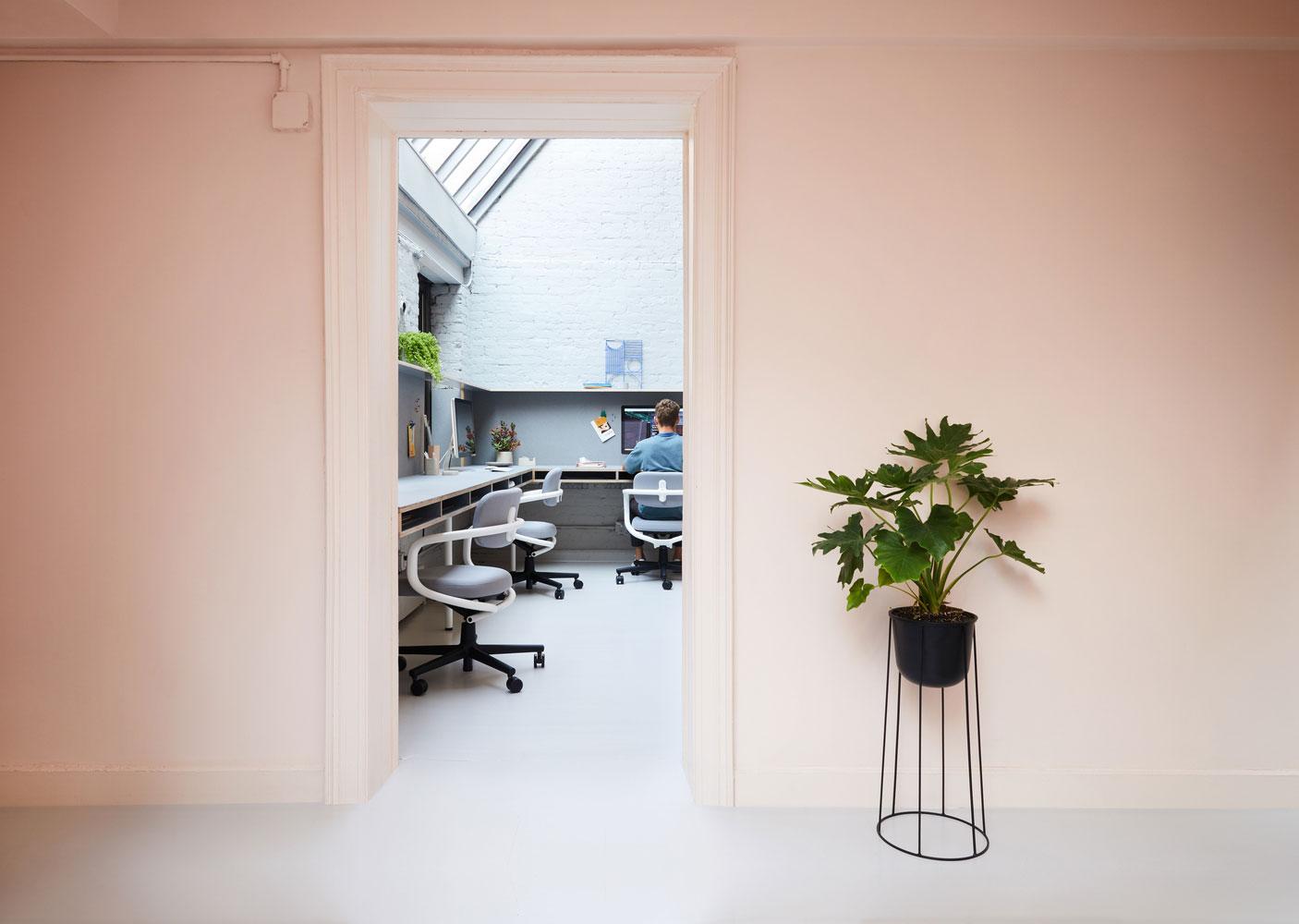 Het stijlvolle en kleurrijke kantoor van een UX-designbedrijf uit New York