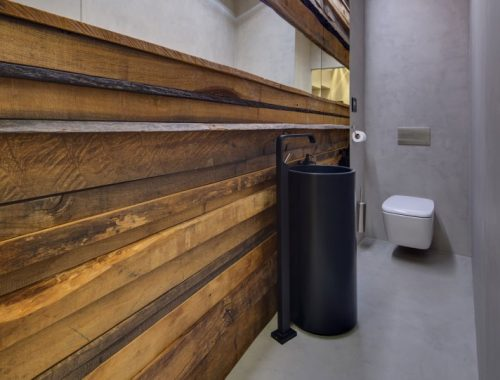 Hout en betonstuc in toilet