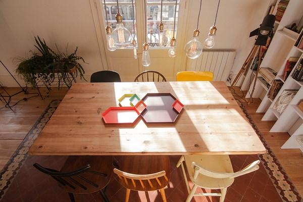 houten-eettafel-mix-stoelen-kleuren