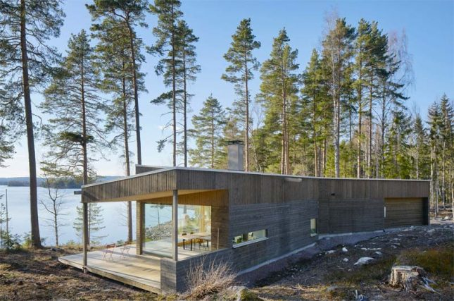 houten huis in bos