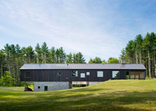 houten huis in natuur