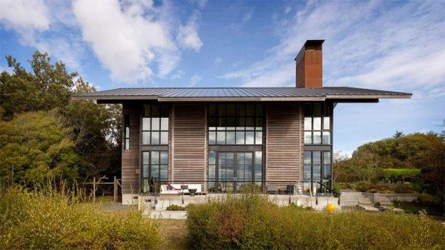 houten huis met veel glas
