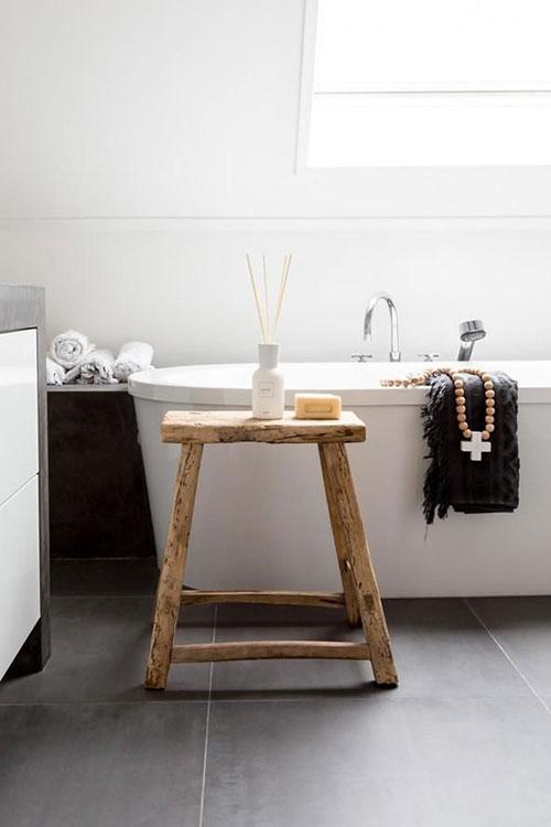 Luxe Wellness Badkamer ~ Houten kruk  Interieur inrichting