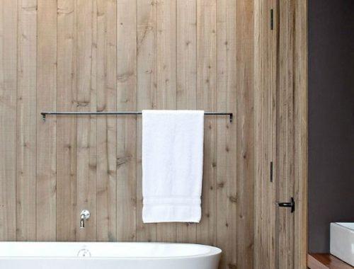 Houten muren in badkamer