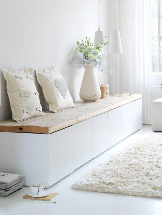 Houten plank op IKEA Besta kasten
