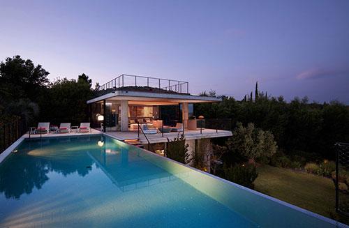 Huizen met zwembad interieur inrichting for Interieur huizen