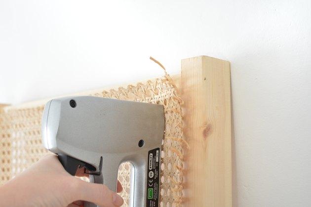IKEA hack #6 - IKEA Ivar zijpaneel x cane webbing hoofdbord
