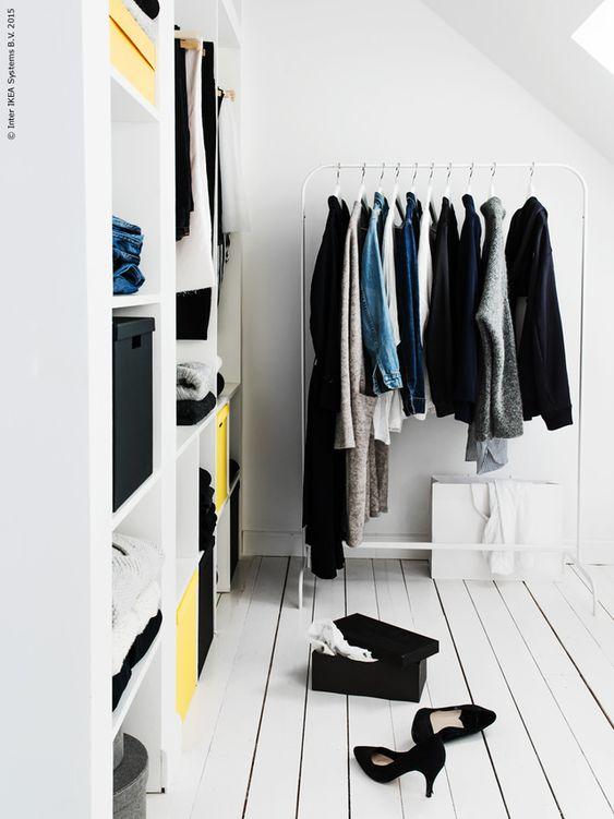 IKEA Kallax en kledingrek in inloopkast